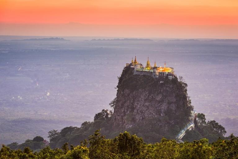 atardecer monte popa myanmar cultire trip - Ciudades de Myanmar