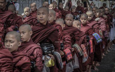 monjes myanmar 400x250 - Home